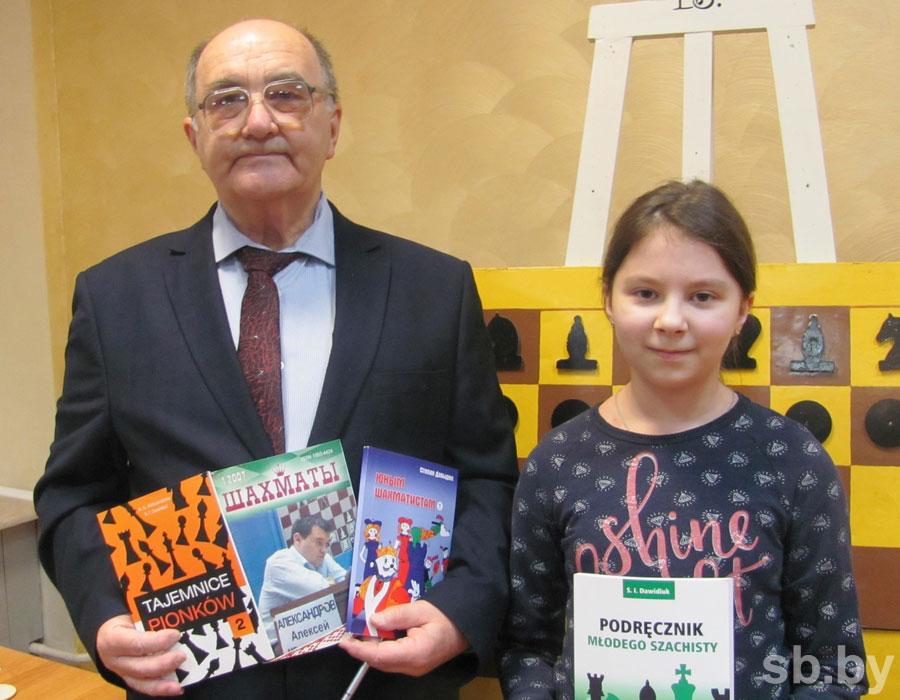 Известный шахматист, мастер ФИДЕ Степан Давыдюк презентовал в Кобрине новую книгу