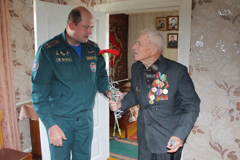 Кобринский РОЧС поздравляет ветерана