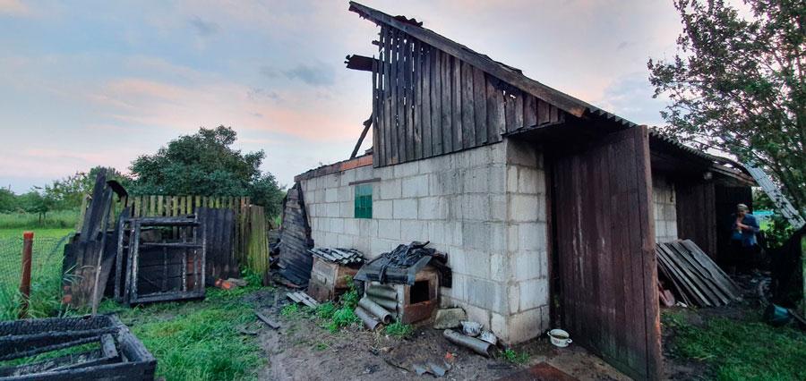 Пожар от молнии в Кобринском районе