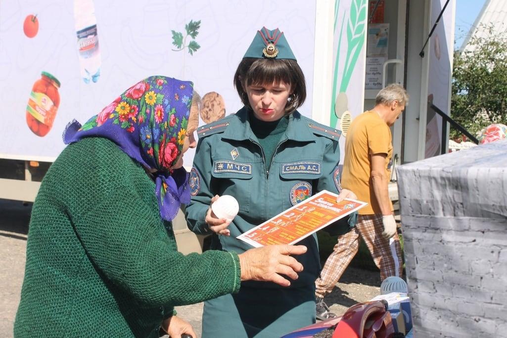 В рамках республиканской акции «С заботой о безопасности малой Родины» работники Кобринского районного отдела по чрезвычайным ситуациям